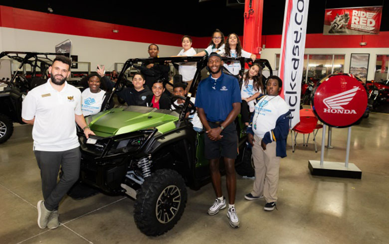 Rick Case Honda worker and students group picture